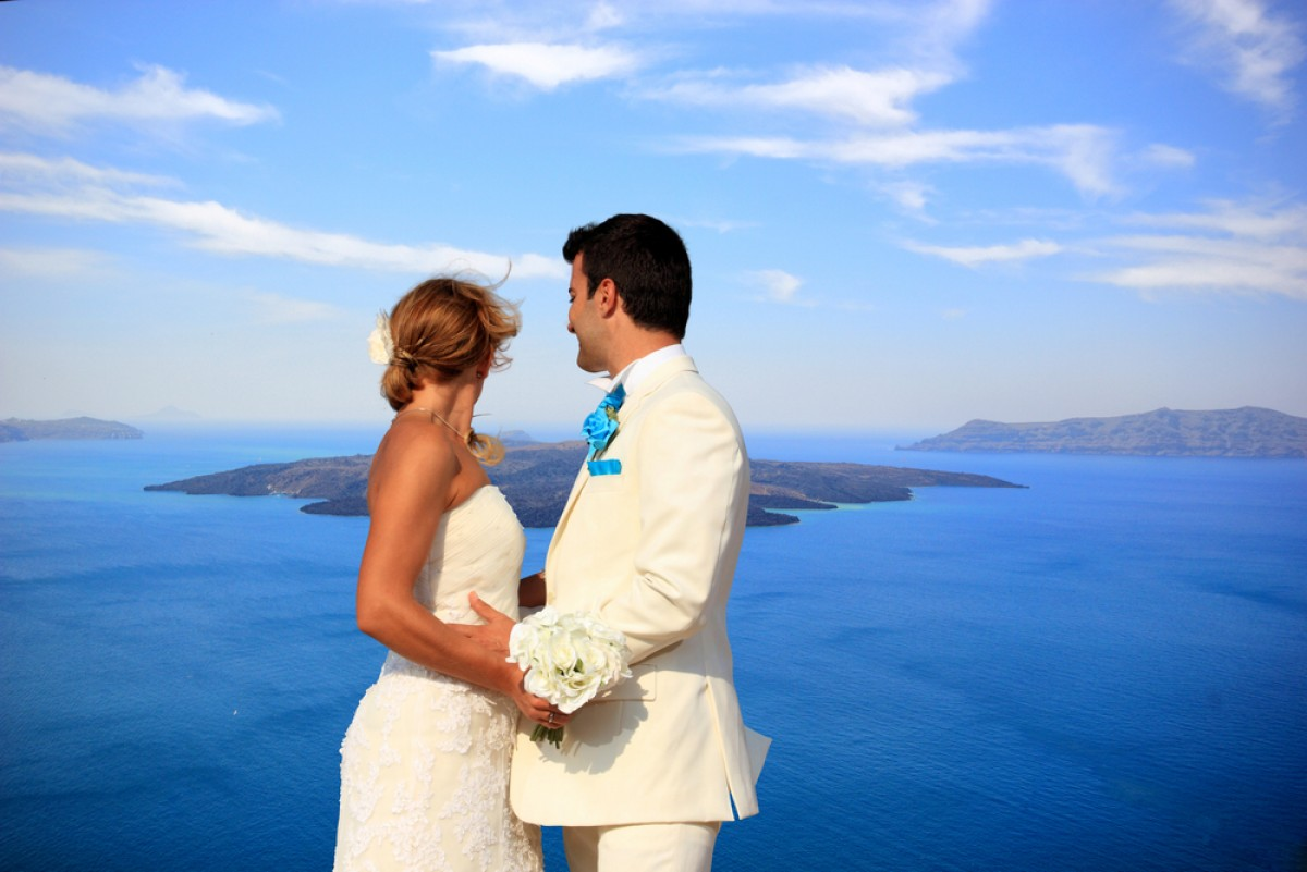 Santorini Stands Out As the Absolute Wedding Destination